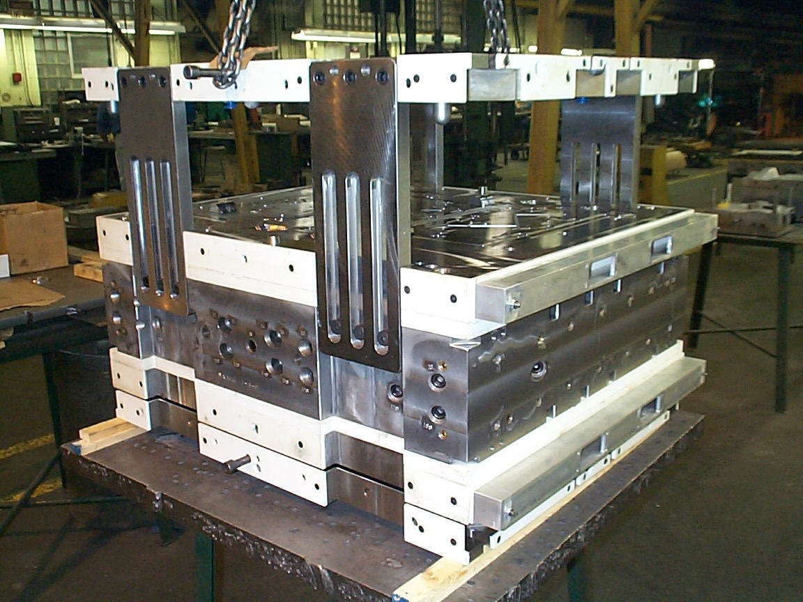 Double Deck Oil Pan Gasket Mold with Center Mounted Cold Runner